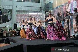 Ratusan helai kain adat hadir di Museum Kepresidenan Bogor