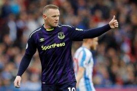 Untuk pertama kali Wayne Rooney diusir keluar lapangan