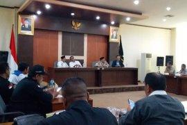 Buruh datangi DPRD Banten laporkan soal UMK dan percaloan