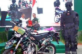 Menhan serahkan 500 unit sepeda motor tempur untuk Kodam I/BB