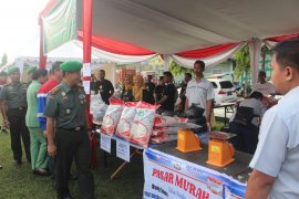 Korem 042/Gapu bagikan sembako murah dan pengobatan gratis