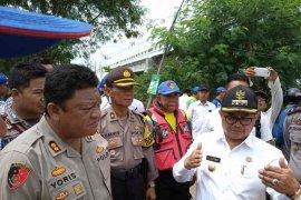 Jalan penyebab banjir di Indramayu dibongkar