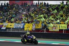 Duo pebalap Yamaha beri perlawanan ketat ke Marquez di FP2