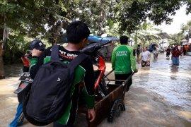 Tim Dompet Dhuafa bantu korban banjir di Indramayu