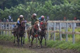 Pacuan kuda Festival Pesona Tambora 2019