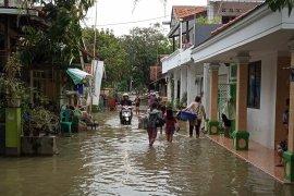 Banjir melanda lima kecamatan di Indramayu mulai surut