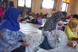 Pengurus bank sampah Kota Madiun dilatih daur ulang plastik