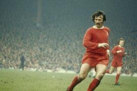 Legenda Liverpool Tommy Smith tutup usia setelah mengidap dimensia