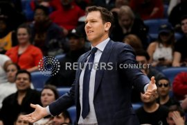 Pelatih LA Lakers akhirnya mundur