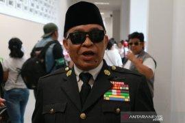 Simpatisan bergaya Soekarno curi perhatian di GBK