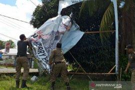 Bawaslu Belitung turunkan APK terpasang di masa tenang
