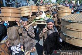 "Warga lereng Gunung Merapi ikuti upacara tradisi ""Grebeg Sadranan"""