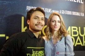 Randy Pangalila selalu ajari istri asal Kanada berbahasa Indonesia