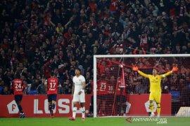 Kartu merah dan gol bunuh diri saksi kehancuran PSG di markas Lille