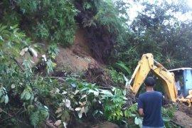 Hujan lebat di kabupaten Agam akibatkan longsor di lima tempat