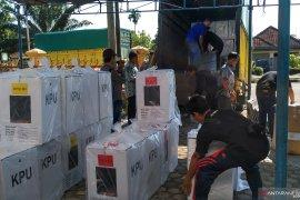 Tiga kecamatan di Batanghari terima logistik pemilu
