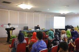 Risma motivasi pengelola toko kelontong rusunawa di Surabaya
