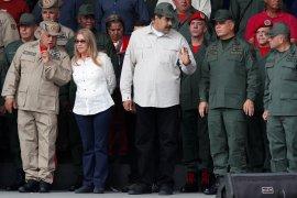 Presiden Maduro bersama Menteri Pertahanan tampil di depan umum setelah upaya kudeta