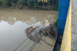 Pemkab Lebak imbau masyarakat jaga kebersihan Sungai Ciujung