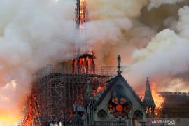 """Eropa """"terluka"""" atas kebakaran katedral Notre Dame di Prancis"""