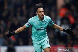 Usai tundukkan 10 pemain  Watford,  Arsenal kembali ke empat besar