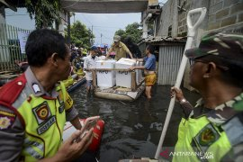 Distribusi logistik terdampak banjir