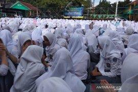 Ribuan siswa di Garut Doa bersama agar Pemilu berjalan damai