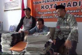 Bawaslu Kota Madiun mengamankan 715 eksemplar tabloid Swara Indonesia Raya