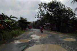 Kerusakan jalan nasional di Penajam capai 127 titik