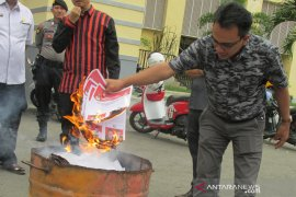 KIP Banda Aceh serahkan surat suara lebih ke KIP provinsi