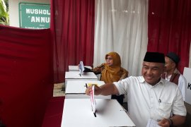 Wali Kota Depok tiba di TPS disambut ondel-ondel
