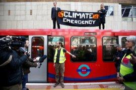 Seribu orang ditangkap akibat protes perubahan iklim di Inggris