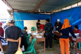 Penghitungan surat suara Pemilu 2019 di Pematangsiantar sampai dini hari