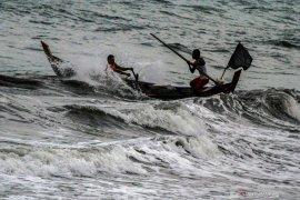 21-24 Mei, gelombang tinggi bayangi perairan Indonesia, termasuk Selat Bali