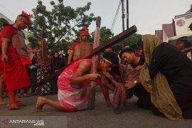 GAMKI-GMKI gelar   prosesi jalan salib Jumat Agung di Kota Medan