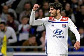 Lyon tundukkan Angers 2-1