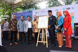 Ridwan Kamil teken Deklarasi Literasi Jabar Juara Lahir Batin