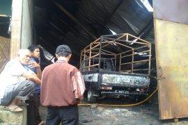 Pabrik pembuatan kasur di Sukabumi terbakar