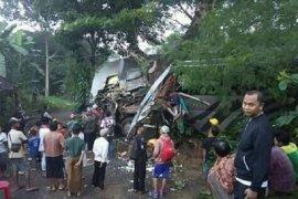 Dua tewas dalam kecelakaan bus rombongan pelajar di Sukabumi
