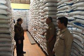 Persediaan beras di Aceh mencukupi untuk tujuh bulan