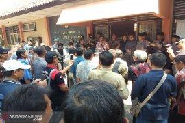 Ratusan anggota KPPS datangi kantor KPU tuntut kejelasan honor