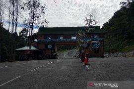 Jalan menuju taman wisata alam Gunung Papandayan sudah bisa dilintasi bus
