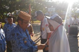Bupati Gorontalo Utara meminta peserta gembira ikuti UNBK