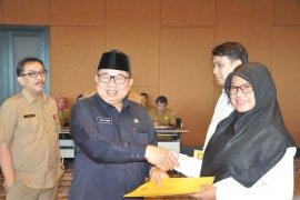 Pemprov Banten serahkan 269 SK CPNS