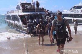 Gelombang tinggi pindahkan jalur penyeberangan kapal di Sanur