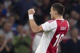 Libas Vitesse 4-2, Ajax perlebar jarak di puncak klasemen