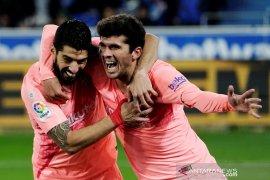 Barcelona letakkan satu tangan di trofi
