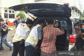 Lagi, Petugas KPK membawa Kepala Dinas PUPR KotaTasikmalaya