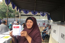Warga  Tangerang Selatan antusias ikuti pencoblosan ulang