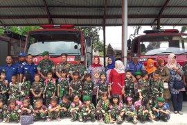 Puluhan siswa TK Kodim Langkat kunjungi pemadam kebakaran